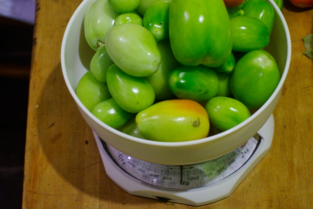 1 kilo of green tomatoes